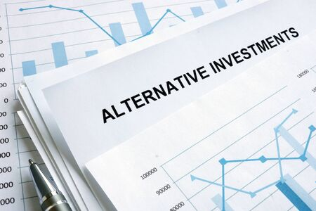 Documents about Alternative investments with financial charts. Foto de archivo