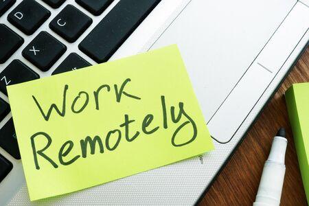 Memo-Stick aus der Ferne arbeiten. Laptop für Remote-Job.