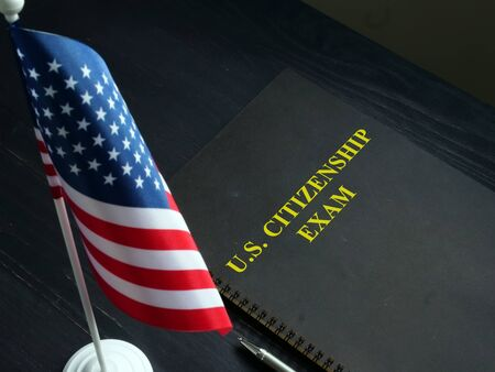 US citizenship exam test and USA flag. Imagens