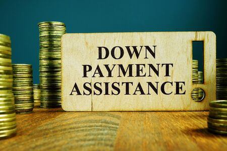 Down Payment Assistance sign on a wooden plate. Imagens