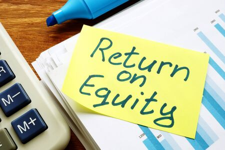 Return on equity inscription and pile of business documents. Imagens