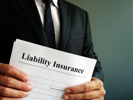 Liability Insurance policy in the hands of manager. Imagens