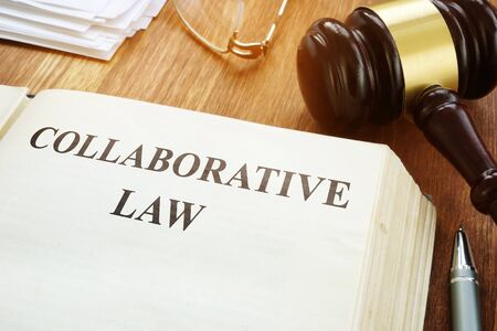 Collaborative law book, gavel and papers. Foto de archivo