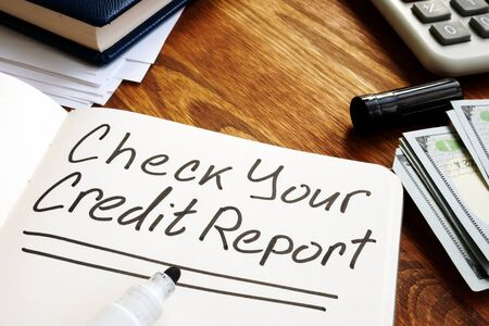 Check your credit report memo on the page. Zdjęcie Seryjne