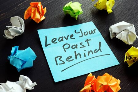 Leave your past behind sign on the memo stick.