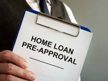 Home loan pre approval and mortgage documents in the hands. Zdjęcie Seryjne