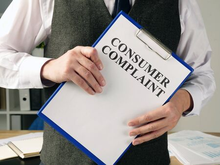 Manager is holding consumer complaint application. Zdjęcie Seryjne