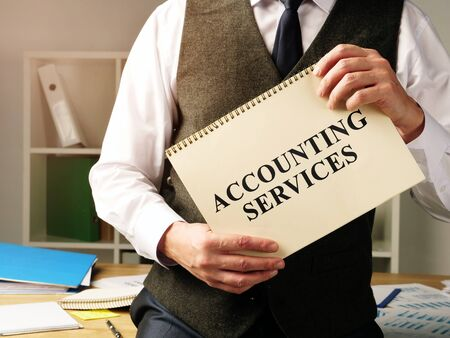 Accounting services sign in the hands of accountant. Zdjęcie Seryjne