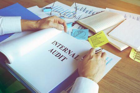 Businessman reads Internal audit report in the folder. Zdjęcie Seryjne
