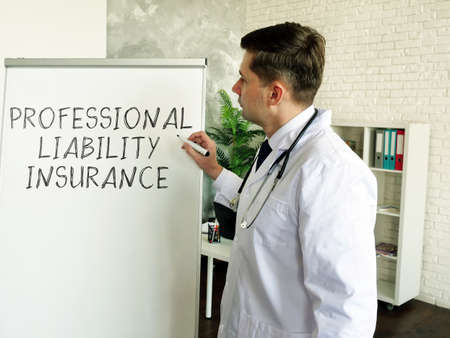 Professional liability insurance PLI. The doctor at the whiteboard. Imagens