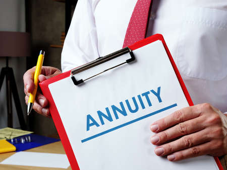 Info about Annuity and the manager offers to sign the documents. Reklamní fotografie