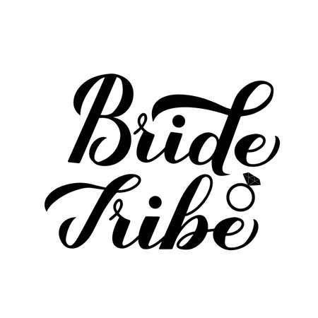 Sposa Tribe calligrafia scritta a mano con anello di diamanti isolato su bianco per addio al nubilato, matrimonio, addio al nubilato, addio al nubilato. Modello di vettore per t-shirt, banner, poster, invito, adesivo. Vettoriali