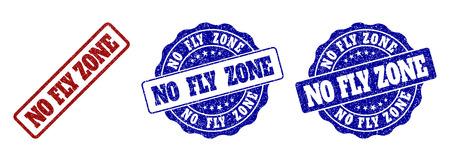 NO FLY ZONE sceaux de timbres rayés dans les couleurs rouge et bleu. Filigranes Vector NO FLY ZONE avec un style granuleux. Les éléments graphiques sont des rectangles arrondis, des rosettes, des cercles et des balises de texte. Vecteurs