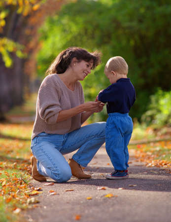 don hammond: Mother and child in a park. Stock Photo