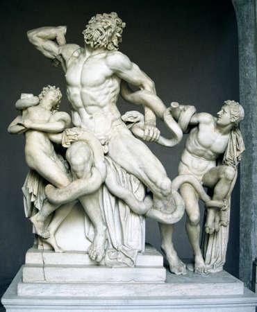 Standbeeld van man gevechts slang Stockfoto - 6212884