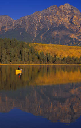 carson ganci: Canoeing on Patricia Lake, Pyramid Mountain Jasper National Park, Alberta, Canada