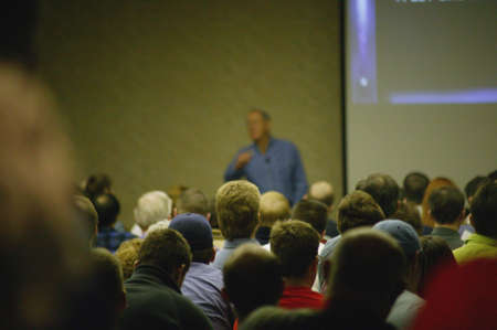predicatore: Parlando ad una folla di leader  Archivio Fotografico
