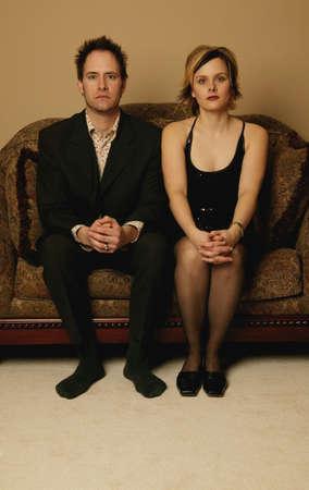 angry couple: Sesi�n al lado de la pareja