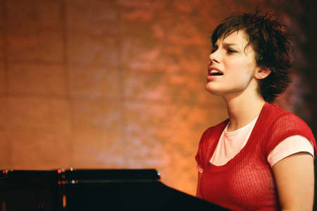 don hammond: Woman plays the piano and sings