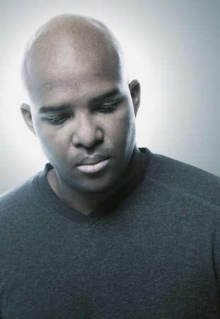 mirada triste: Retrato de un hombre
