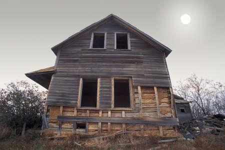 corey hochachka: An old farm house