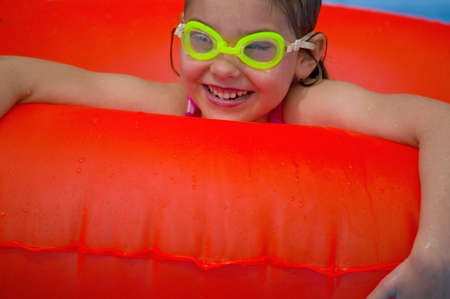 carson ganci: Portrait of little girl playing in Swimming Pool