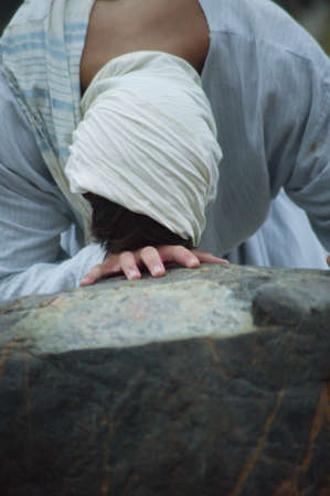cries: Jesus cries and prays