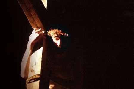 humility: Ges� porta la Croce