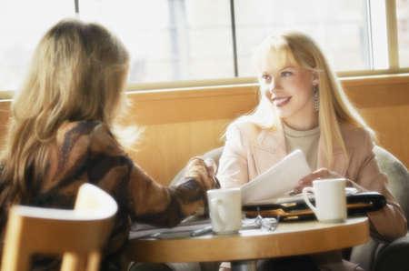 glubish: Two women having coffee
