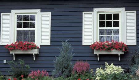 Buitenkant van het huis en tuinen  Stockfoto