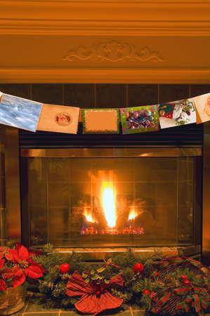 carson ganci: Traditional Christmas fireplace