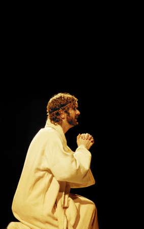 con man: Jesus praying