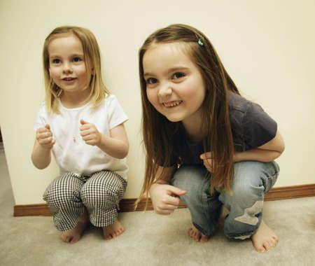 Dos niñas pequeñas jugando Foto de archivo - 5645093