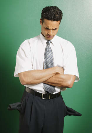 bolsillos vacios: Hombre con los bolsillos vac�os
