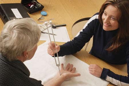 terapia ocupacional: Un terapeuta ocupacional en el trabajo Foto de archivo
