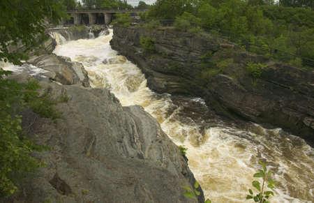 flowing river: R�o r�pido Foto de archivo
