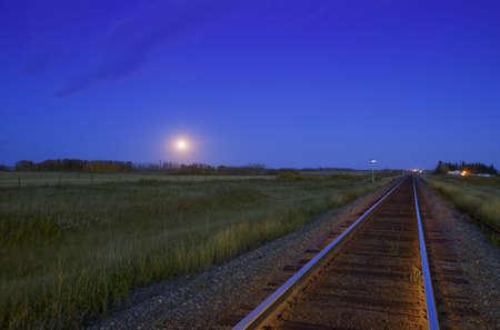 carson ganci: Train Tracks at Sunset in the prairies Stock Photo
