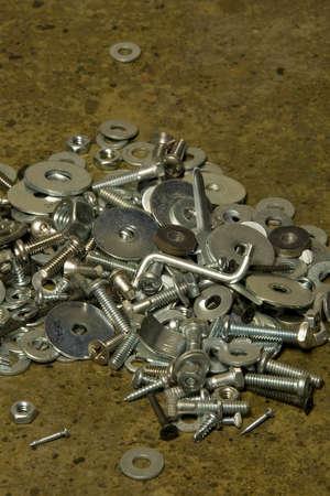 tornillos y tuercas: Un mont�n de tuercas y tornillos