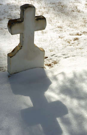 muz: Cross tombstone