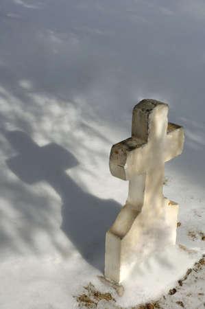 muz: White cross tombstone Stock Photo