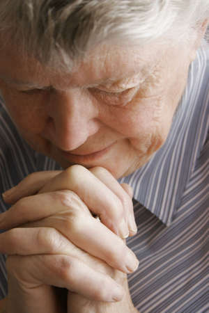 Senior mujer rezando  Foto de archivo - 5693973