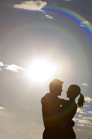 pareja abrazada: Abrazo silueta