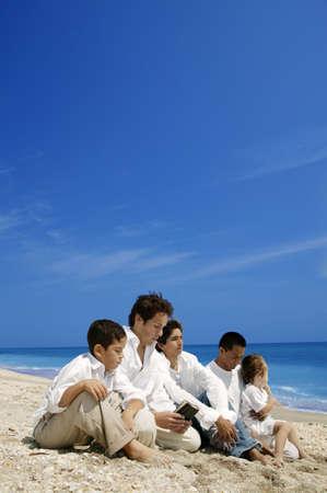 ni�o orando: Grupo de culto a la playa