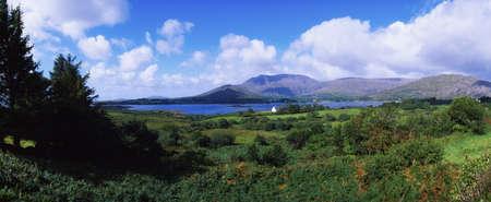Co Cork, Hungry Hill, Adrigole Harbour & Village, Ireland Фото со стока - 7187979