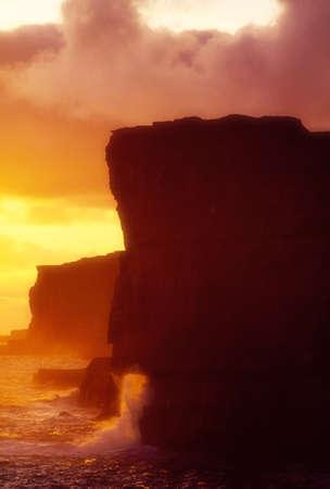 r image: Dun Aonghas Ring Fort y acantilados, Inishmore, las islas Aran, Co Galway, Irlanda  Foto de archivo