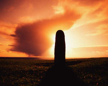 belief systems: Lia Fail permanente Stone, collina di Tara, Contea di Meath, Irlanda