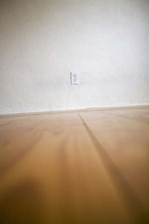 wooden floors: Empty room with wooden floors and white walls