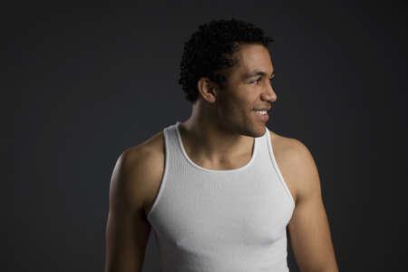 muscle shirt: Hombre en camisa de m�sculo