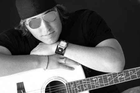 twentysomething: Maschio con chitarra