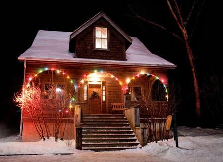 Huis met kerstverlichting